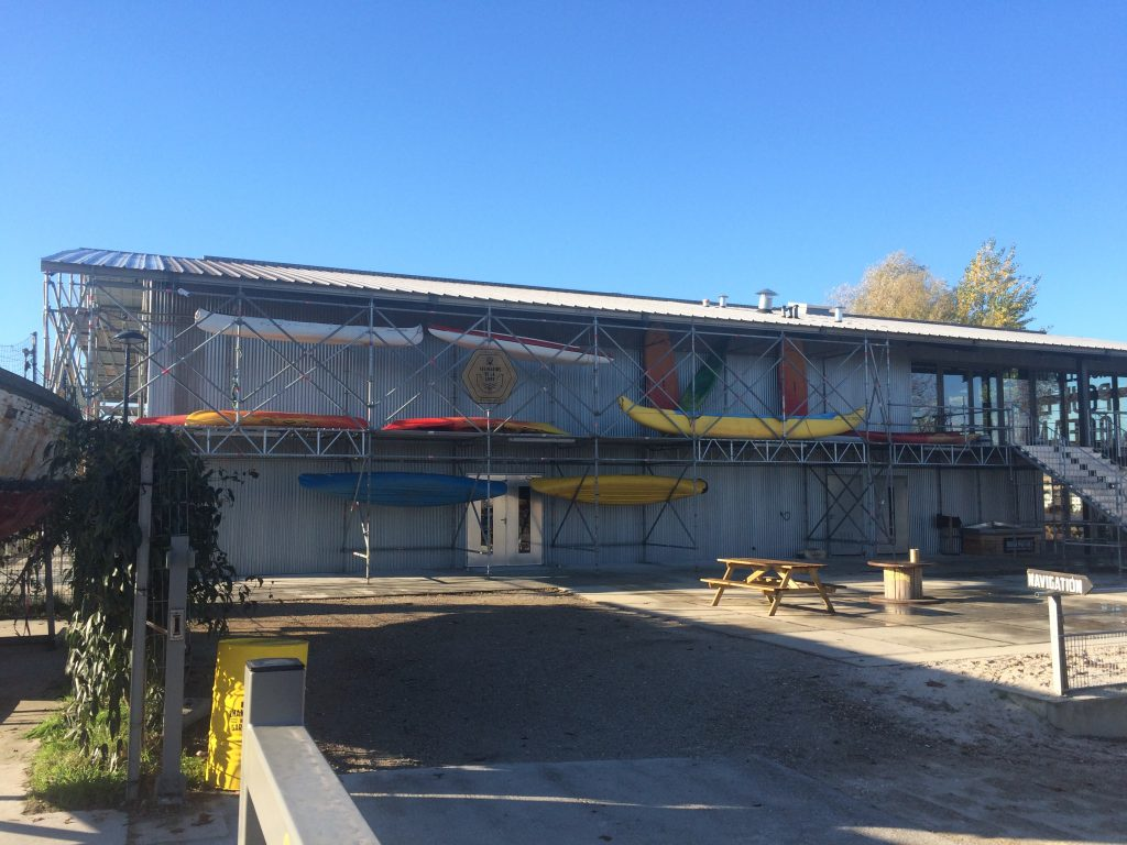Le Hangar qui accueille le club house des marins de la lune